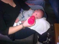 Flesje geven aan de baby mogelijke houdingen en boertjes for Baby op zij slapen kussen